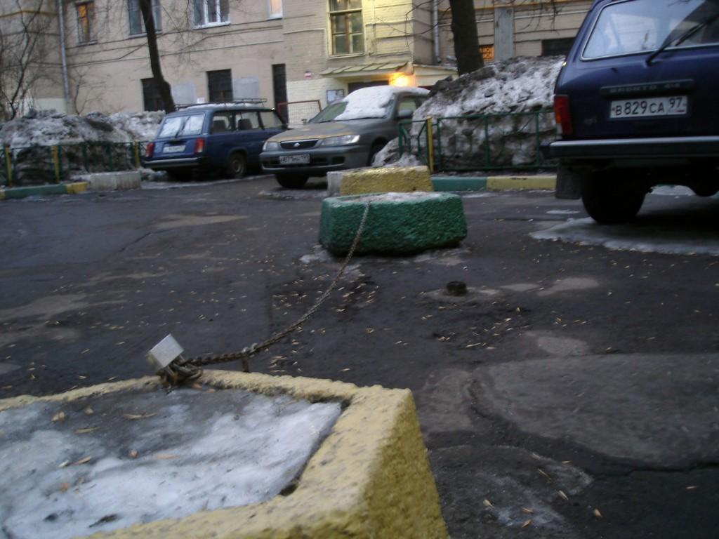 Двор на улице Павла Андреева (д. 28/4)